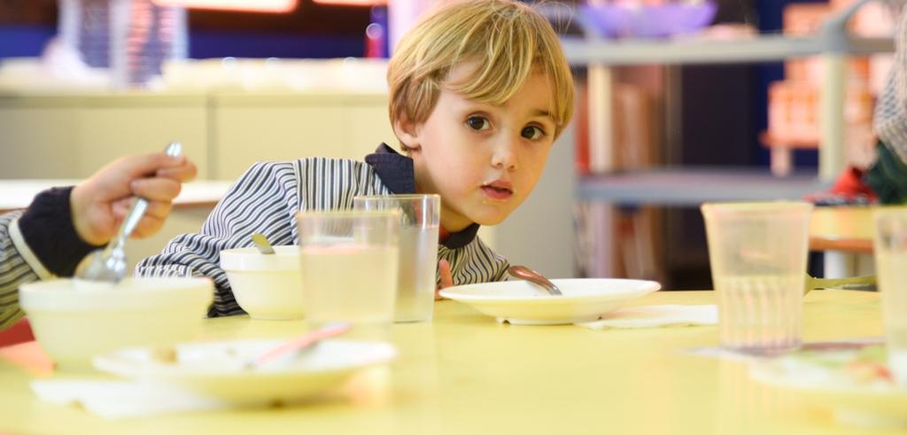 Nen al menjador